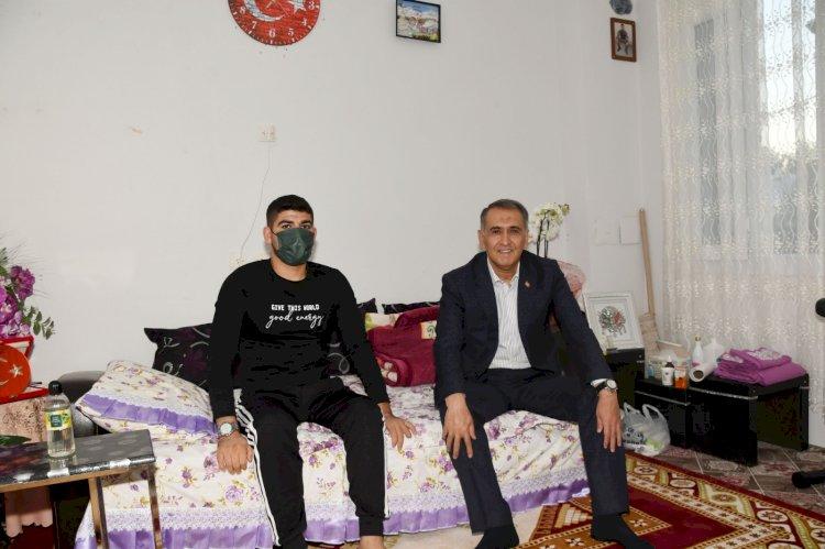 Vali Çuhadar'dan Pençe-Kaplan Gazisi Uzman Çavuş Musa Taştan 'a Ziyaret